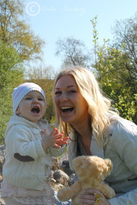 Evelin och Emma, maj 2012