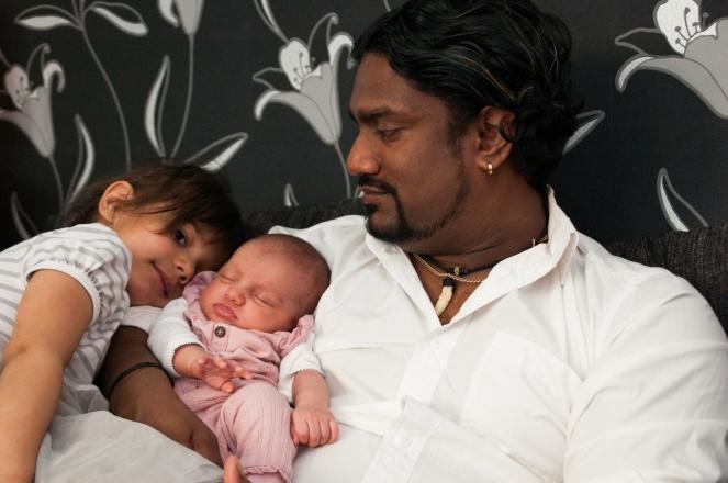 Robin med sina döttrar Tilda och Agnez