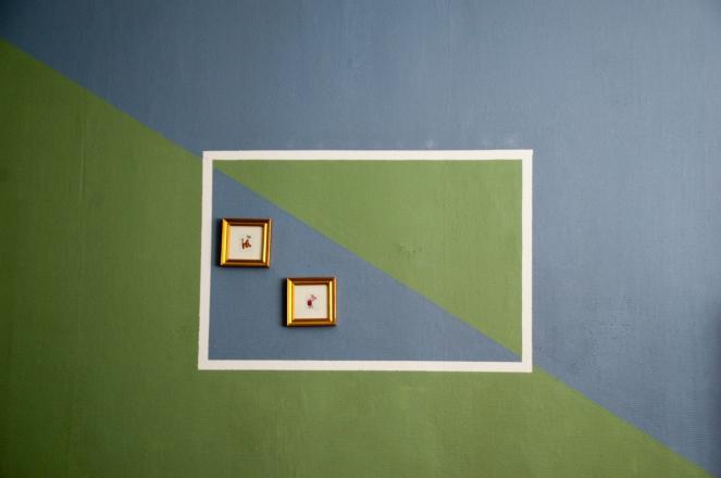 Inramning med målad ram. En av de mest unika väggar som jag någonsin sett.. :)